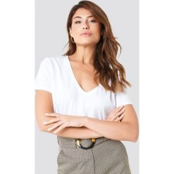 NA-KD Basic Krótki T-shirt z dekoltem V - White. Białe t-shirty damskie NA-KD Basic, z bawełny. Za 40.95 zł.