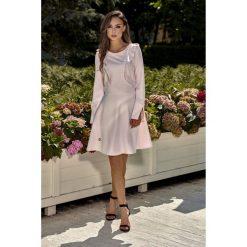 Sukienka z falbankami l271. Fioletowe sukienki damskie Lemoniade, z falbankami, z długim rękawem. W wyprzedaży za 129.00 zł.