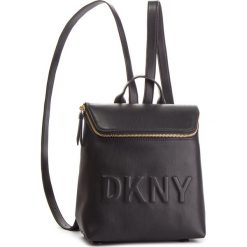 Plecak DKNY - Tilly Sm Backpack R83KZ703 Blk/Gold BGD. Czarne plecaki damskie DKNY, ze skóry ekologicznej, klasyczne. Za 639.00 zł.