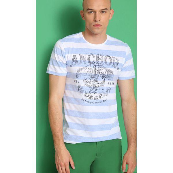 1523acb8e85a05 T-SHIRT KRÓTKI RĘKAW MĘSKI W PASKI, Z NADRUKIEM - T-shirty męskie marki TOP  SECRET. W wyprzedaży za 29.99 zł. - T-shirty męskie - T-shirty i koszulki  męskie ...