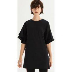 T-shirt z falbankami na rękawach - Czarny. Czarne t-shirty damskie Sinsay, z falbankami. Za 49.99 zł.