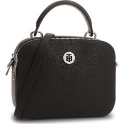 Torebka TOMMY HILFIGER - Th Core Crossover AW0AW05653 002. Czarne torebki do ręki damskie Tommy Hilfiger, ze skóry ekologicznej. Za 549.00 zł.