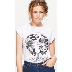 Koszulka z nadrukiem - Biały. Białe t-shirty damskie Cropp, z nadrukiem. W wyprzedaży za 9.99 zł.