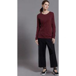 """Koszulka """"Simone"""" w kolorze bordowym. T-shirty damskie Frieda Sand, z bawełny, z okrągłym kołnierzem, z długim rękawem. W wyprzedaży za 86.95 zł."""