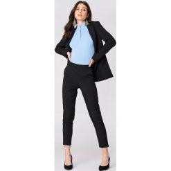 NA-KD Classic Proste spodnie garsonkowe - Black. Czarne spodnie materiałowe damskie NA-KD Classic, z tkaniny. Za 202.95 zł.