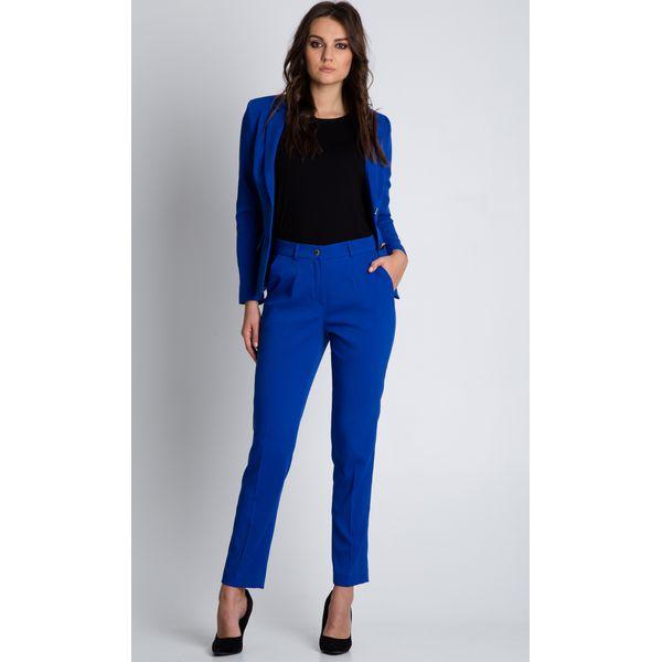 ffed79c4a21d43 Niebieskie spodnie w kant z kieszeniami BIALCON - Niebieskie spodnie  materiałowe damskie marki BIALCON. W wyprzedaży za 132.00 zł.