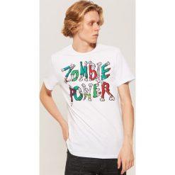 T-shirt z napisem Zombie power - Biały. Białe t-shirty męskie House, z napisami. Za 39.99 zł.