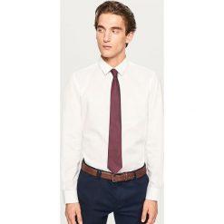Koszula regular fit z białym nadrukiem - Biały. Białe koszule męskie Reserved, z nadrukiem. Za 119.99 zł.