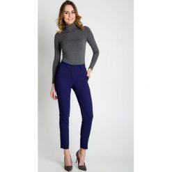 Niebieskie klasyczne spodnie BIALCON. Niebieskie spodnie materiałowe damskie BIALCON, w paski, z dzianiny. Za 189.00 zł.