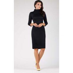 Czarna Elegancka Dopasowana Sukienka z Golfem. Czarne sukienki damskie Molly.pl, biznesowe, z golfem, z długim rękawem. W wyprzedaży za 129.18 zł.
