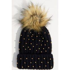 Czapka z ekologicznymi perłami - Czarny. Czarne czapki i kapelusze damskie Mohito. Za 49.99 zł.