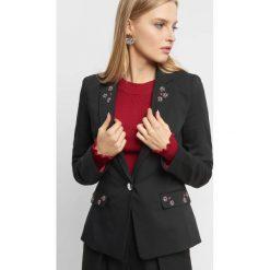 Żakiet z aplikacją 3D. Czarne żakiety damskie Orsay, z aplikacjami, z bawełny, eleganckie. Za 179.99 zł.