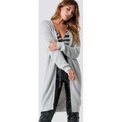 NA-KD Sweter z obniżonymi ramionami - Grey. Szare swetry damskie NA-KD, ze splotem. Za 202.95 zł.