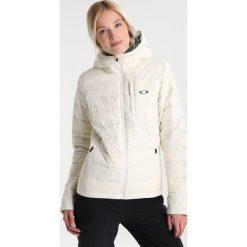 Oakley RATTLER  Kurtka snowboardowa arctic white. Kurtki sportowe damskie Oakley, z materiału. W wyprzedaży za 1,070.10 zł.