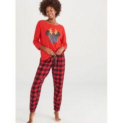 Piżama dwuczęściowa Disney - Czerwony. Czerwone piżamy damskie Reserved, z motywem z bajki. Za 129.99 zł.