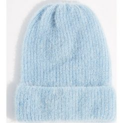 Czapka beanie z połyskującym włosiem - Niebieski. Niebieskie czapki i kapelusze damskie Mohito. Za 39.99 zł.