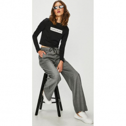 Calvin Klein Jeans - Spodnie. Szare jeansy damskie Calvin Klein Jeans, z jeansu. Za 649.90 zł.