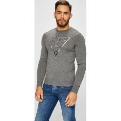 Guess Jeans - Sweter. Szare swetry przez głowę męskie Guess Jeans, z dzianiny, z okrągłym kołnierzem. Za 399.90 zł.