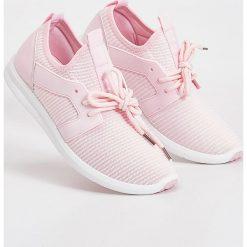 Buty sportowe - Różowy. Czerwone obuwie sportowe damskie Sinsay. W wyprzedaży za 39.99 zł.