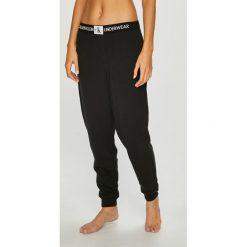 Calvin Klein Underwear - Spodnie piżamowe. Szare piżamy damskie Calvin Klein Underwear, z bawełny. Za 249.90 zł.