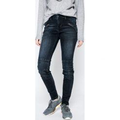 Mustang - Jeansy Jasmin. Niebieskie jeansy damskie Mustang. W wyprzedaży za 179.90 zł.