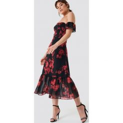 Trendyol Sukienka midi z odkrytymi ramionami - Black,Multicolor. Czarne sukienki damskie Trendyol, z poliesteru, z krótkim rękawem. Za 262.95 zł.