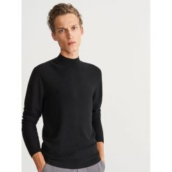 Sweter ze stójką - Czarny. Czarne swetry przez głowę męskie Reserved, ze stójką. Za 139.99 zł.