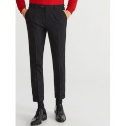 Spodnie garniturowe SUPER SLIM FIT - Czarny. Eleganckie spodnie męskie marki Giacomo Conti. W wyprzedaży za 89.99 zł.