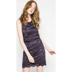 Vero Moda - Sukienka. Szare sukienki damskie Vero Moda, z elastanu, casualowe, z okrągłym kołnierzem. W wyprzedaży za 69.90 zł.