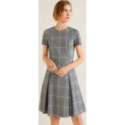 Mango - Sukienka Pinto. Szare sukienki damskie Mango, z elastanu, casualowe, z okrągłym kołnierzem, z krótkim rękawem. Za 139.90 zł.
