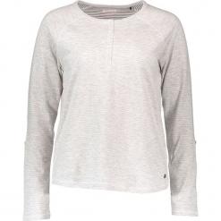 """Koszulka """"Fancy Henley"""" w kolorze jasnoszarym. Szare t-shirty damskie Mustang, z okrągłym kołnierzem. W wyprzedaży za 86.95 zł."""