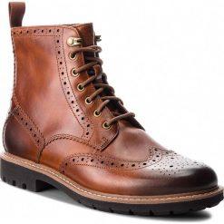 Kozaki CLARKS - Batcombe Lord 261271907  Dark Tan Leather. Brązowe kozaki męskie Clarks, z materiału. Za 629.00 zł.