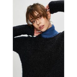 Vero Moda - Sweter. Czarne swetry damskie Vero Moda, z dzianiny, z okrągłym kołnierzem. Za 119.90 zł.