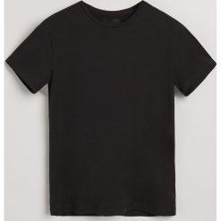 Gładki t-shirt - Czarny. Czarne t-shirty męskie Reserved. Za 49.99 zł.