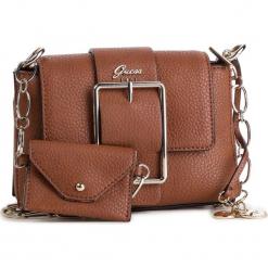 Torebka GUESS - HWVG70 95180 COG. Brązowe torebki do ręki damskie Guess, z aplikacjami, ze skóry ekologicznej. W wyprzedaży za 349.00 zł.