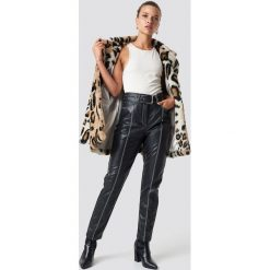 NA-KD Trend Spodnie z paskiem - Black. Czarne spodnie materiałowe damskie NA-KD Trend, w paski. Za 242.95 zł.