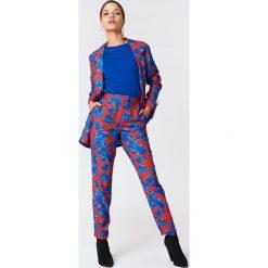 NA-KD Spodnie garniturowe z połyskiem - Multicolor. Szare spodnie materiałowe damskie NA-KD, z elastanu. Za 161.95 zł.