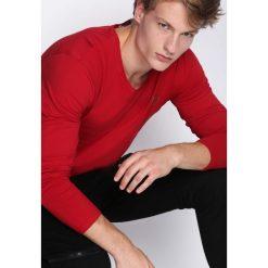 Czerwona Koszulka Nights Away. Czerwone bluzki z długim rękawem męskie Born2be. Za 34.99 zł.