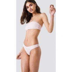 Kristin Sundberg for NA-KD Dół bikini stringi KS - Pink. Bikini damskie Kristin Sundberg for NA-KD. W wyprzedaży za 21.89 zł.