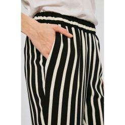 Vero Moda - Spodnie. Szare spodnie materiałowe damskie Vero Moda, z elastanu. W wyprzedaży za 69.90 zł.