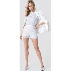 NA-KD Party Szorty z cekinami - White,Silver. Białe szorty damskie NA-KD Party. W wyprzedaży za 64.78 zł.