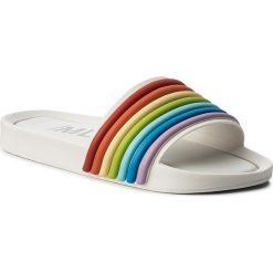 Klapki MELISSA - Beach Slide 3DB Rainbow 32389 White/Rainbow 53303. Białe klapki damskie Melissa, z tworzywa sztucznego. W wyprzedaży za 199.00 zł.