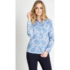 Koszula w niebieskie kwiaty QUIOSQUE. Niebieskie koszule damskie QUIOSQUE, w kwiaty, z bawełny, biznesowe, z klasycznym kołnierzykiem. W wyprzedaży za 49.99 zł.