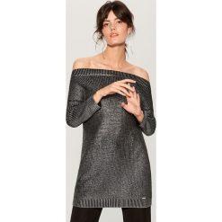 Długi sweter z prostym dekoltem - Czarny. Czarne swetry damskie Mohito. Za 149.99 zł.