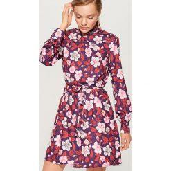 Wzorzysta sukienka z długimi rękawami - Wielobarwn. Różowe sukienki damskie Mohito, z długim rękawem. Za 149.99 zł.