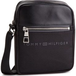Saszetka TOMMY HILFIGER - Urban Novelty Mini Reporter AM0AM04248 002. Czarne saszetki męskie Tommy Hilfiger, z materiału, młodzieżowe. Za 349.00 zł.