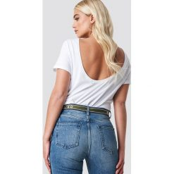 NA-KD Basic T-shirt z odkrytymi plecami - White. Białe t-shirty damskie NA-KD Basic, z bawełny, z dekoltem na plecach. Za 52.95 zł.