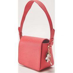 Torebka Disney - Czerwony. Czerwone torebki do ręki damskie House, z motywem z bajki. Za 79.99 zł.