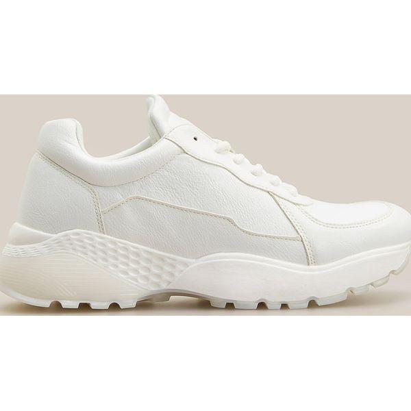 Białe buty w sportowym stylu Biały