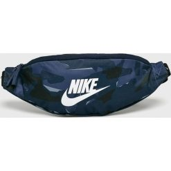 Nike Sportswear - Saszetka. Szare saszetki męskie Nike Sportswear, z materiału, casualowe. W wyprzedaży za 69.90 zł.